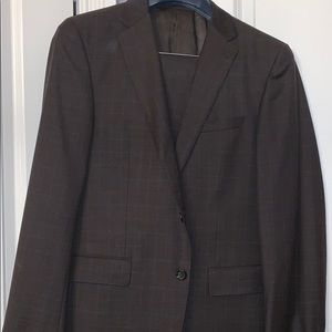 Hugo Boss Suit - 42R